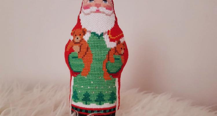 Дед мороз из ткани с вышивкой